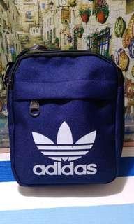 🚚 Adidas輕巧運動包