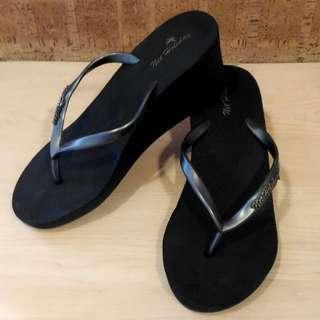 🚚 NET黑色楔型夾腳拖鞋(39-40)