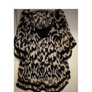 ASST SIZES: 18-26 - BLACK FLOWING PRINT TOP - PICKUP OR DELIVERY