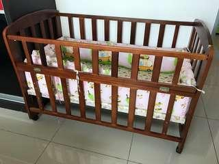 Baby cot with bumper pad