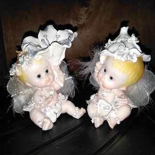 Sepasang patung baby angel