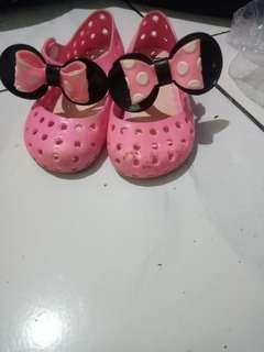 Sepatu cwe minnie mouse