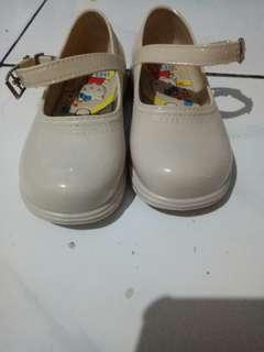 Sepatu anak cwe