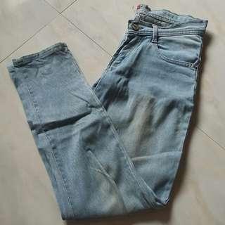 Celana Jeans Basic Size M ( udah agak melar )