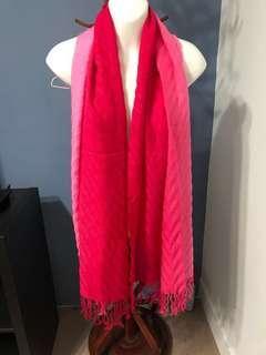甜美粉紅漸層圍巾