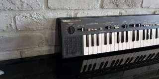 1982 Yamaha portasound ps-400 vintage keyboard with case and 3rd party power adapter