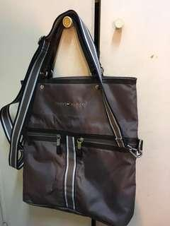 Tommy Hilfiger two-way messenger tote bag 95% new, 100% authentic 手袋