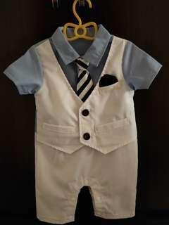 🚚 短袖白色西裝連身衣6-9m