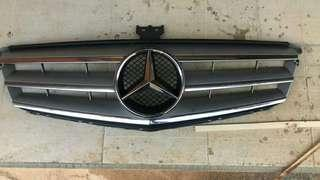 Front mercedes benz grille (original)