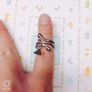 設計款古銅色小花垂墜戒指
