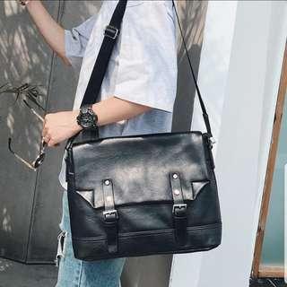 INSTOCK MESSENGER SLING BAG