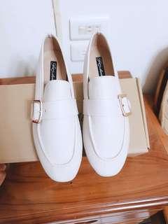 【現貨】🇰🇷正韓🇰🇷釦飾紳士鞋/平地鞋-米白36