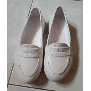 duralite white shoes