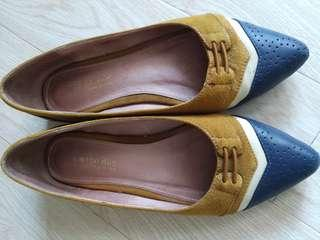 猄皮芥辣黄併色平底鞋