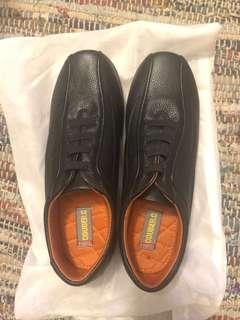 🚚 Black Leather Shoes