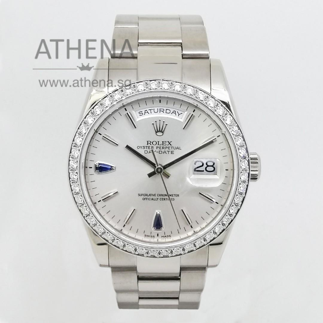 "18K WHITE GOLD ROLEX OYSTER PERPETUAL DAY-DATE ""P"" SERIES ""SILVER INDEX WITH 2 BLUE SAPPHIRE DIAL"" ,CUSTOMIZE DIAMOND BEZEL & ORIGINAL ROLEX BEZEL 118209 JWWRL_1340"