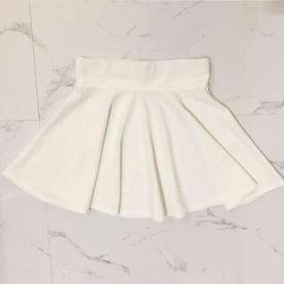 Skater skirt putih