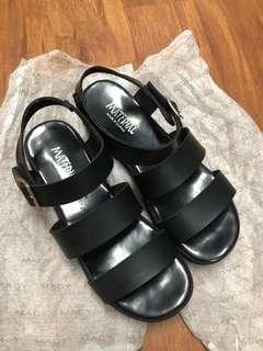 🚚 黑楔形涼鞋