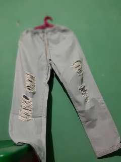 Celana Boyfriend / Beggie Ripped Jeans