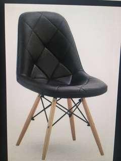 Pre-loved Earnes II Cushion Black Replica Designer Chairs
