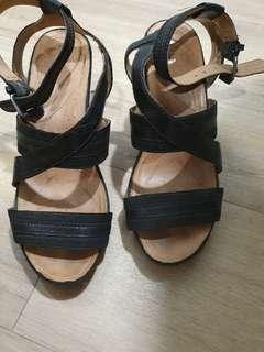 Naturalizee Naya leather heels