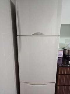 🚚 Sharp fridge