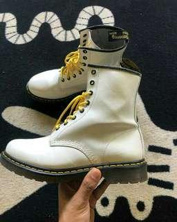 Dr Martens 8 Hole Made in Thailand