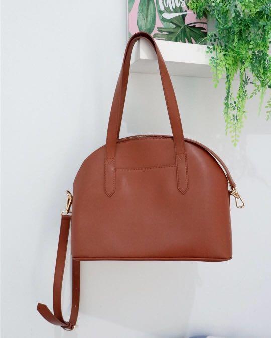 "Anya Bag from ""POVILO"" , warna brown, material ultra fine fiber, size P 30, L 15, T 23, aku jual karna punya 2 warna, like a new no defect, karna ak pakai cuma 2x, beli 495 🤗"