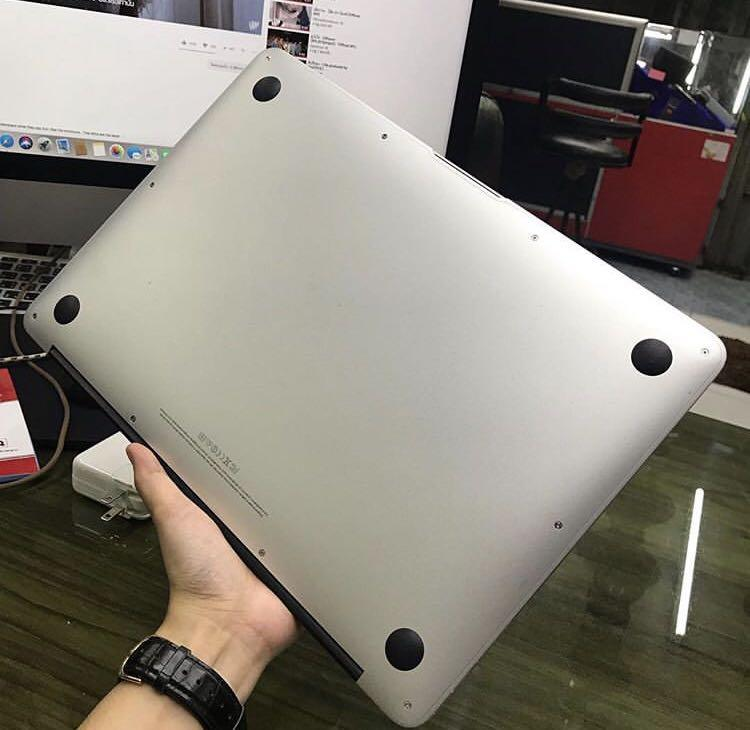 Macbook Pro (13-inch 2017, Two Thunderbolt 3 parts)