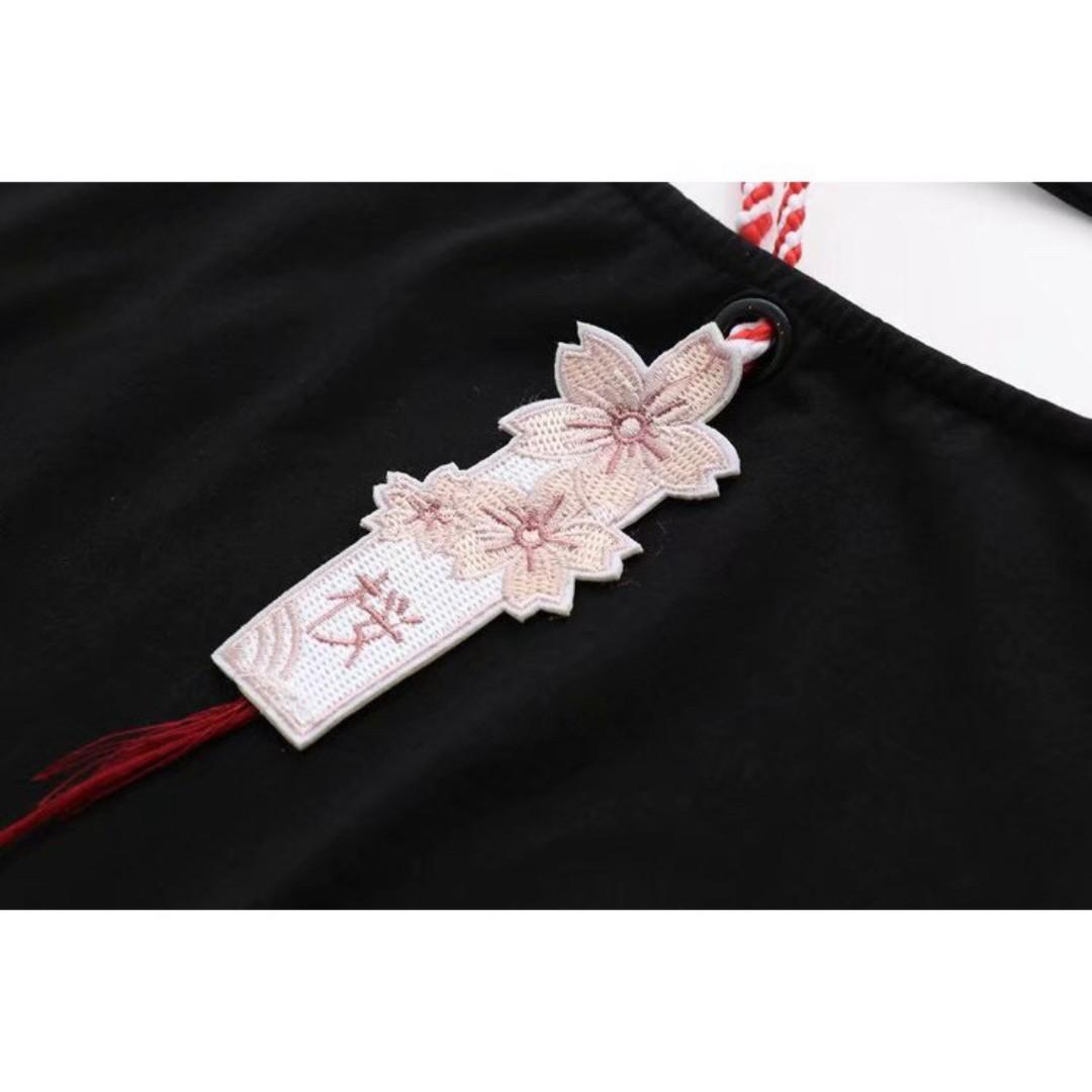 🌸SAKURA JAPANESE THEMED WOMEN FASHION FLOWER EMBROIDERY BLACK TEE SHIRT🌸