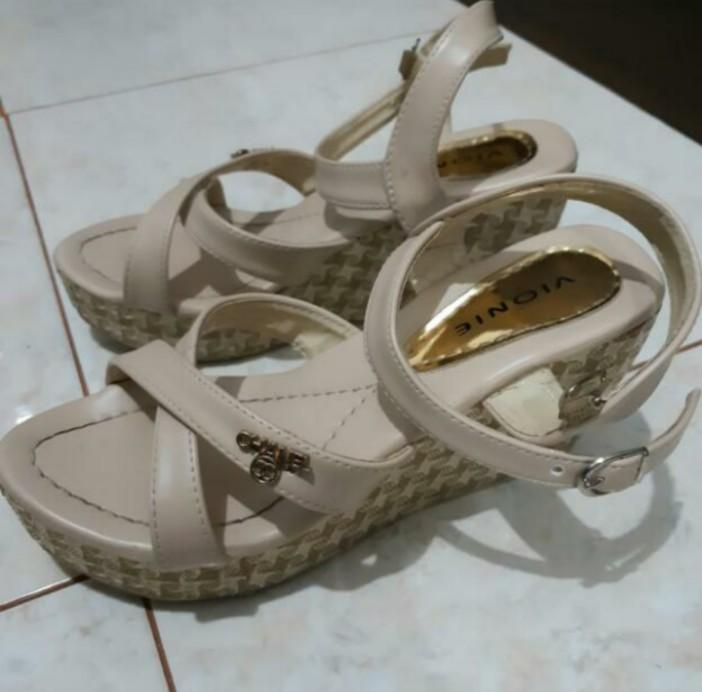 Wedges Cream