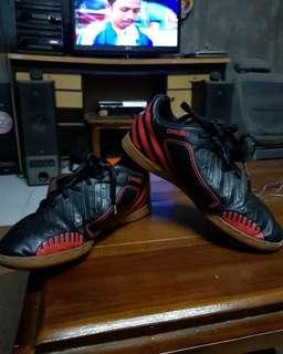 Sepatu futsal adidas anak