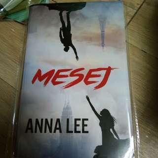 Novel mesej karya anna lee