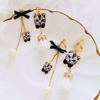 預訂🐱貓國小物 BLACK AND WHITE CATS EARRINGS 黑白貓咪耳環 耳釘 一對