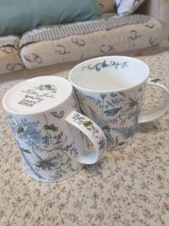🍵《DUNOON 》英國百年瓷器品牌專櫃居禮名店。中國古瓷英國彩繪花繪。馬克杯對杯。$1200