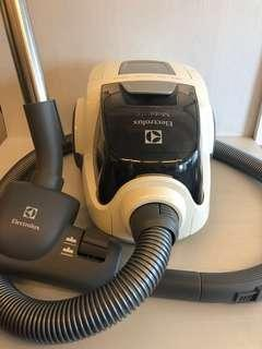 Electrolux Vacuum Cleaner (bagless)