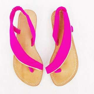 Statement Flat Sandle in Fuschia
