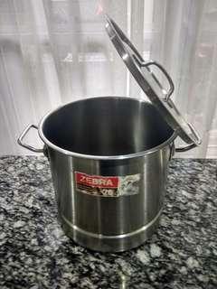 Stainless steel stock pot 26