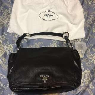 🚚 百貨專櫃購入歐洲精品Prada側背包
