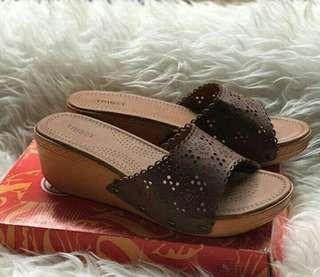 Sandal Triset