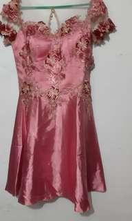 Gaun malam brokat