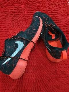 NIKE SPORT SHOES SIZE 36.5