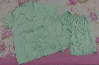 Piyama Satin warna Mint celana pendek