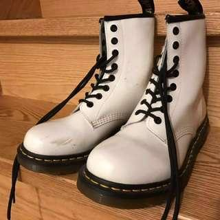 Price drop: Size 7 - Doctor Martens classic white