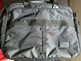 🚚 Samsonite laptop bag/briefcase