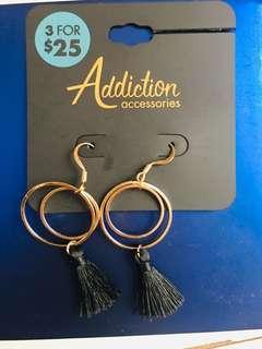 🚚 Dangling earrings