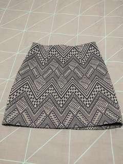 Mini Skirt 〰️ Size 8