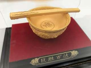 Golden bowl decoration