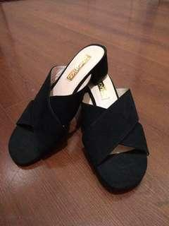 Crisscross Black kitten heels