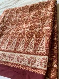 Kain pasang satin silk corak batik